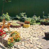 belle création du dessin du jardin avec photo de fleurs