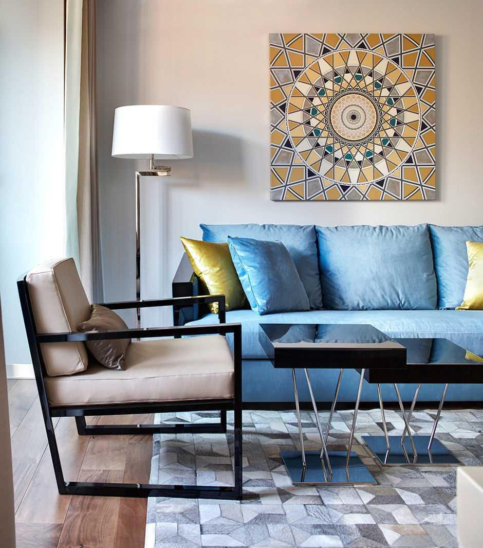 gaišs dzīvokļa stils zilā krāsā