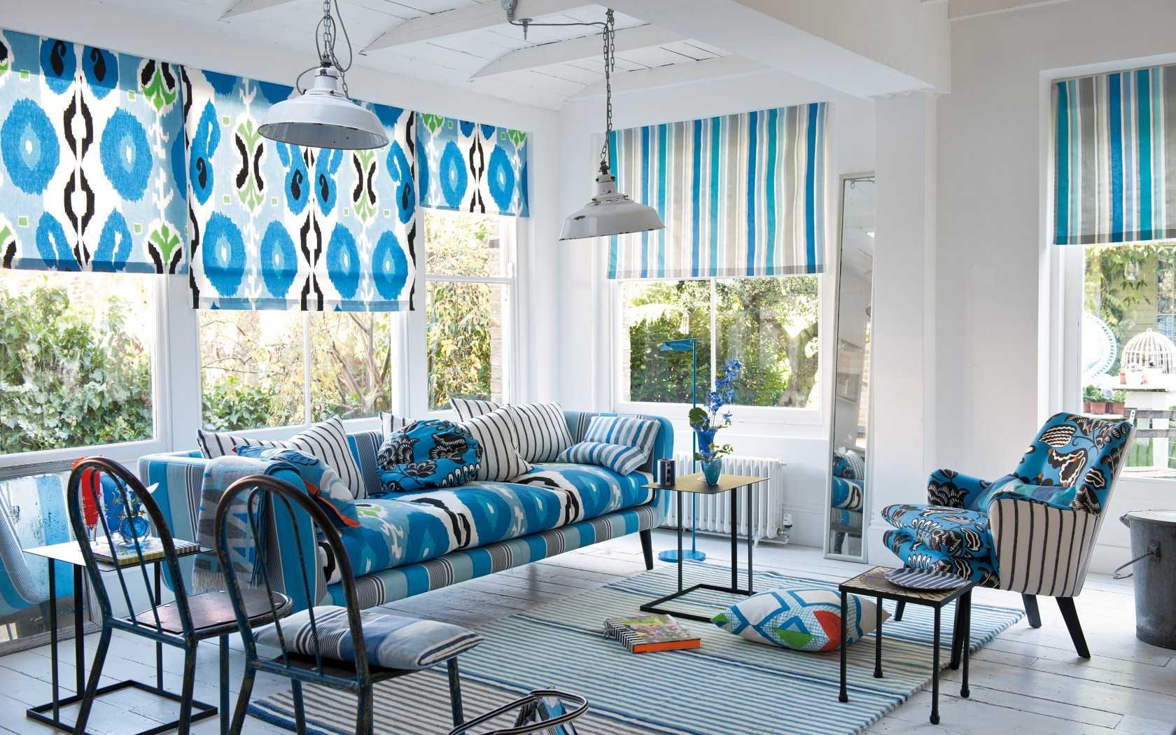 skaists guļamistabas dekors zilā krāsā