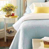 gaišs istabas stils zilā bildē