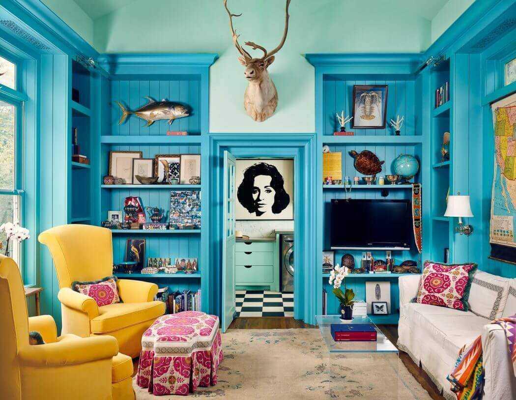 gaišs viesistabas dizains zilā krāsā