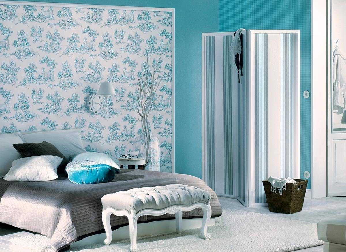 gaišs istabas interjers zilā krāsā