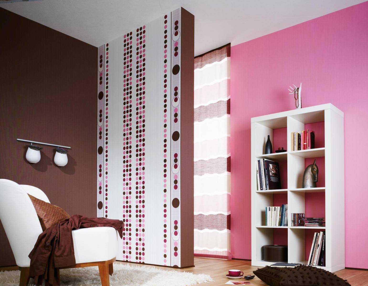 gaiši rozā istabas stila kombinācija ar citām krāsām