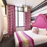spilgti rozā krāsas kombinācija istabas stilā ar citām fotoattēla krāsām