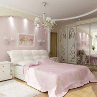gaiši rozā kombinācija viesistabas interjerā ar citu krāsu attēlu
