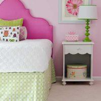 spilgti rozā kombinācija mājas stilā ar citām fotoattēla krāsām