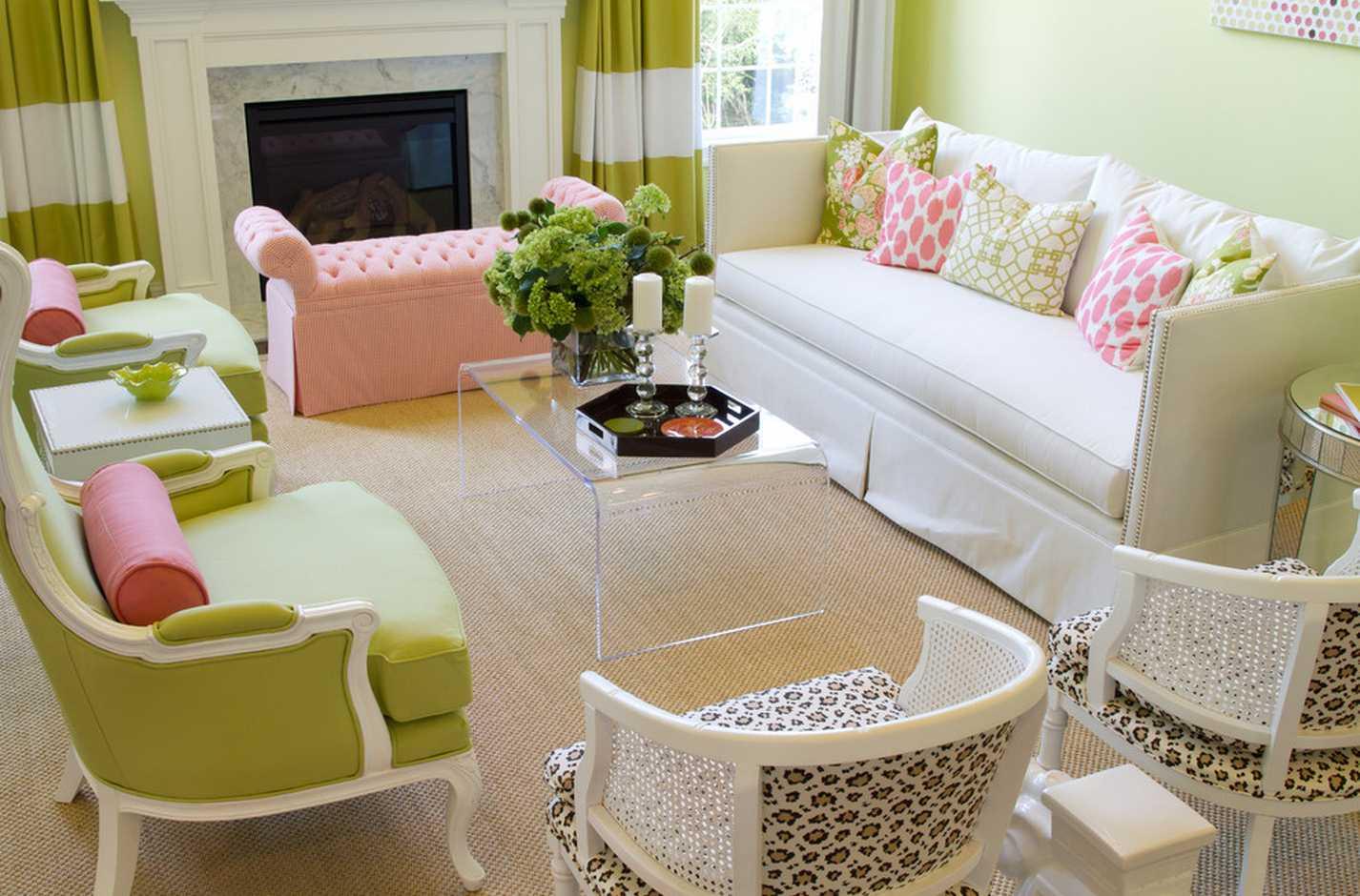 gaiši rozā kombinācija dzīvokļa dekorā ar citām krāsām