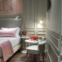 tumši rozā kombinācija mājas dizainā ar citu krāsu attēlu