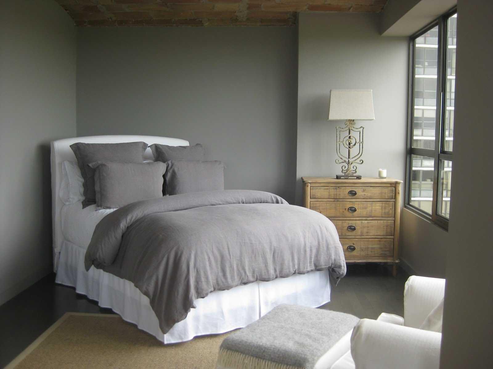 kombinacija svijetlo sive boje u dizajnu stana