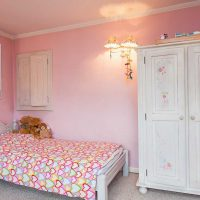 spilgti rozā kombinācija virtuves stilā ar citām fotoattēla krāsām