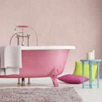 gaiši rozā kombinācija mājas dizainā ar citām fotoattēla krāsām