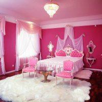gaiši rozā kombinācija virtuves stilā ar citām fotoattēla krāsām
