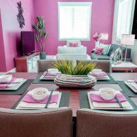 spilgti rozā mājas dekoru kombinācija ar citām fotoattēla krāsām