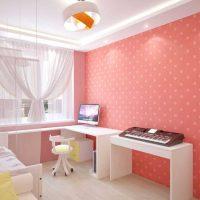 tumši rozā kombinācija istabas interjerā ar citu krāsu attēlu