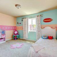 gaiši rozā kombinācija dzīvokļa dekorā ar citu krāsu foto