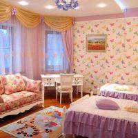 gaiši rozā kombinācija mājas interjerā ar citu krāsu attēlu
