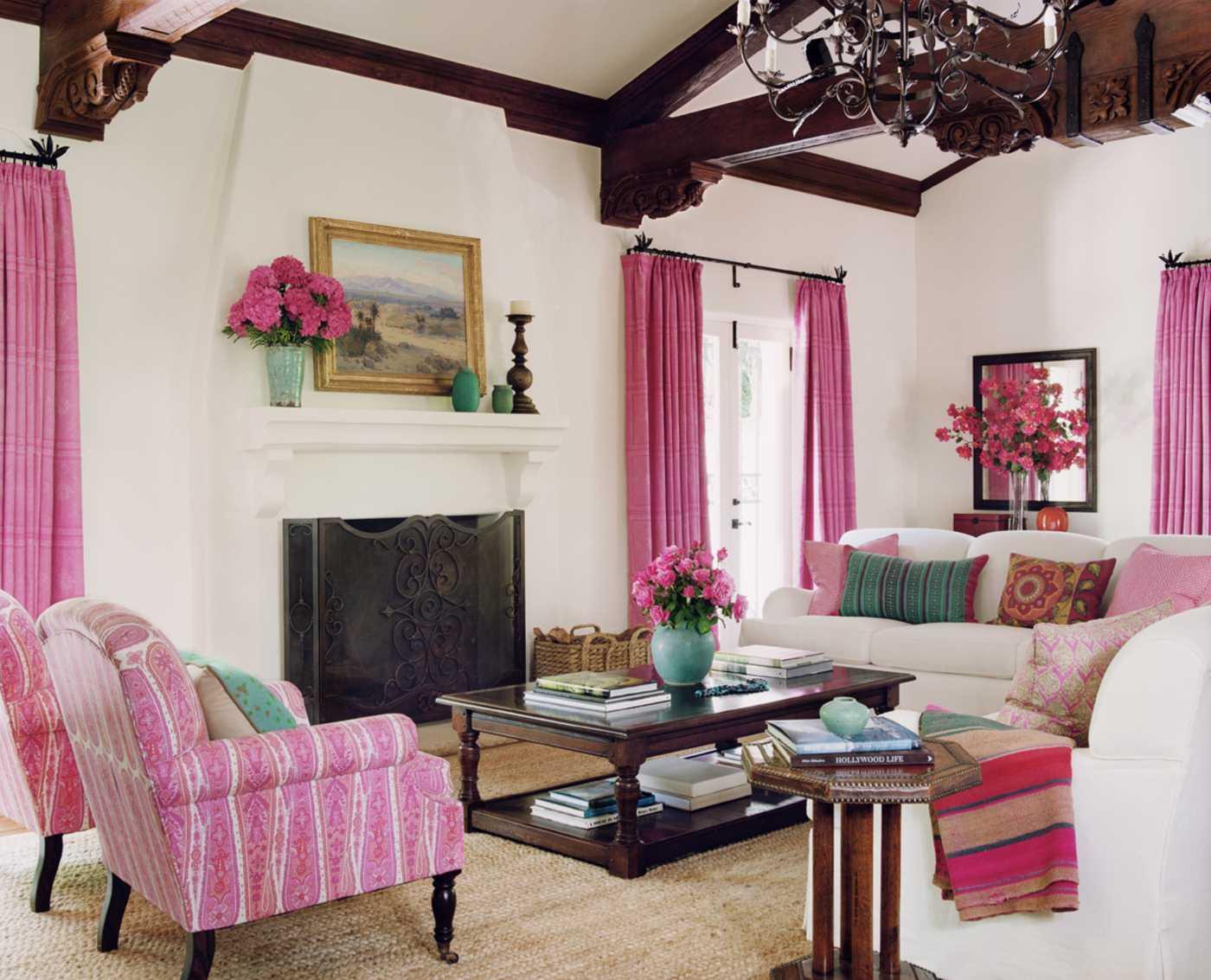 spilgti rozā kombinācija virtuves dizainā ar citām krāsām