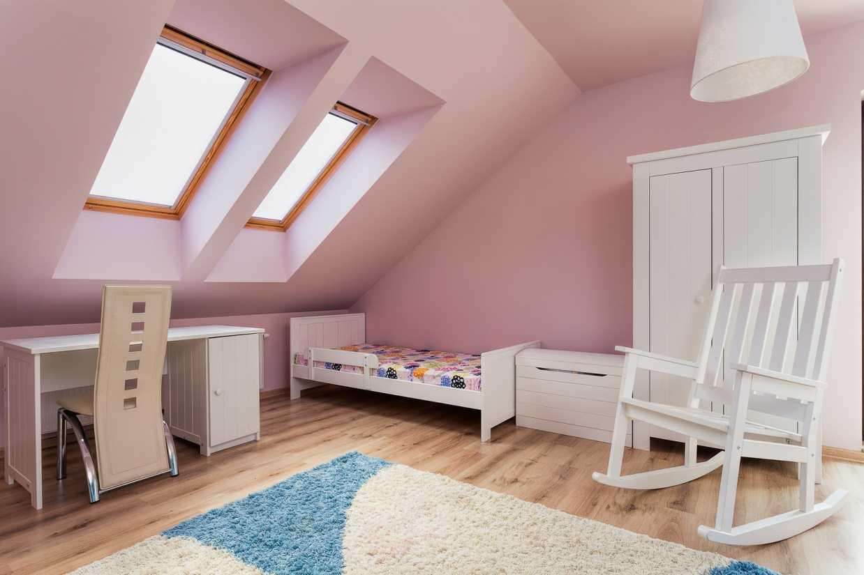 tumši rozā istabas stila kombinācija ar citām krāsām