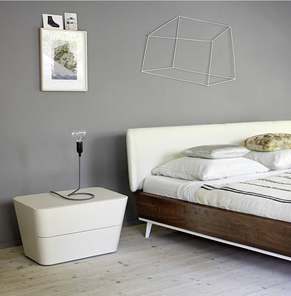 kombinacija svijetlo sive boje u dekoru spavaće sobe
