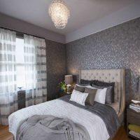 kombinacija svijetlo sive boje u dekoru slike spavaće sobe