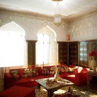 skaists dzīvokļa dizains austrumu stila fotoattēlā