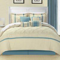 gaišs guļamistabas dekors zilā fotoattēlā