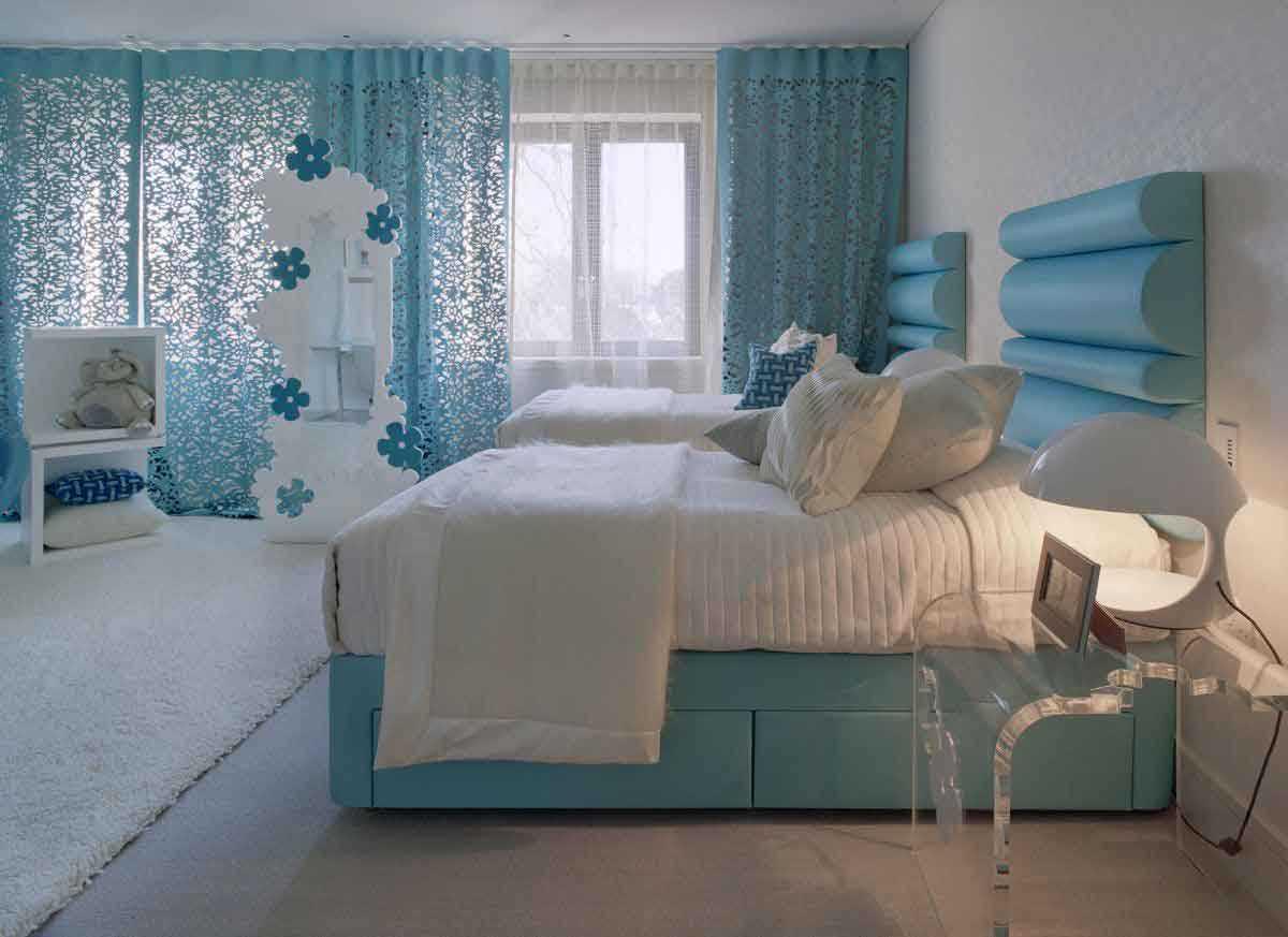 oriģināls guļamistabas interjers zilā krāsā