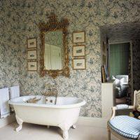 skaista dizaina guļamistaba viktoriāņu stila attēlā