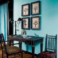 oriģināls viesistabas dizains zilā krāsā