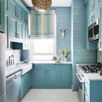 gaišs dzīvokļa stils zilā krāsā fotoattēlā