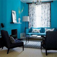 skaists guļamistabas interjers zilā krāsā