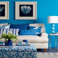 oriģināls dzīvokļa interjers zilā krāsā