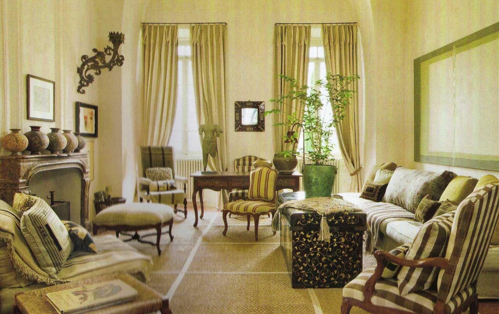 tumšā viktoriāņu stila viesistaba