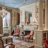 neparasta dizaina viesistaba viktoriāņu stila attēlā