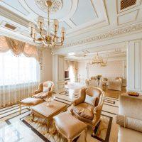 neparasts istabas dizains Viktorijas laikmeta stila attēlā