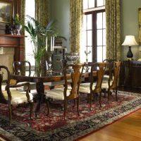 neparasts dzīvojamās istabas dekors Viktorijas laikmeta stila attēlā