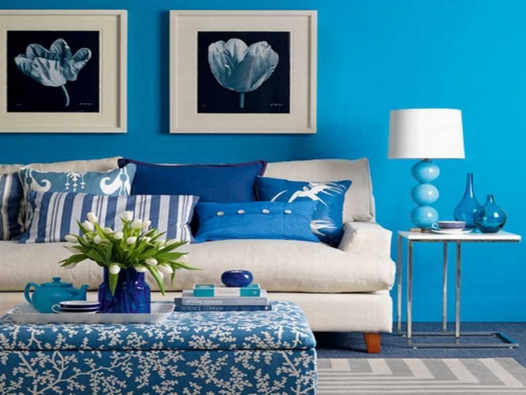 košs viesistabas dekors zilā krāsā