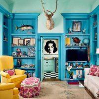 gaišs dzīvokļa dizains zilā bildē