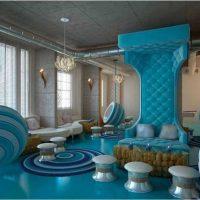 gaiša stila viesistaba zilā krāsā fotoattēlā