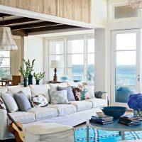 gaišs istabas dekors zilā krāsā