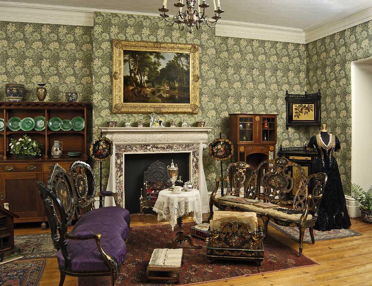 skaists Viktorijas laika guļamistabas dekors