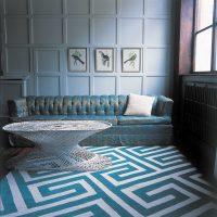skaists guļamistabas dizains zilā krāsā fotoattēlā