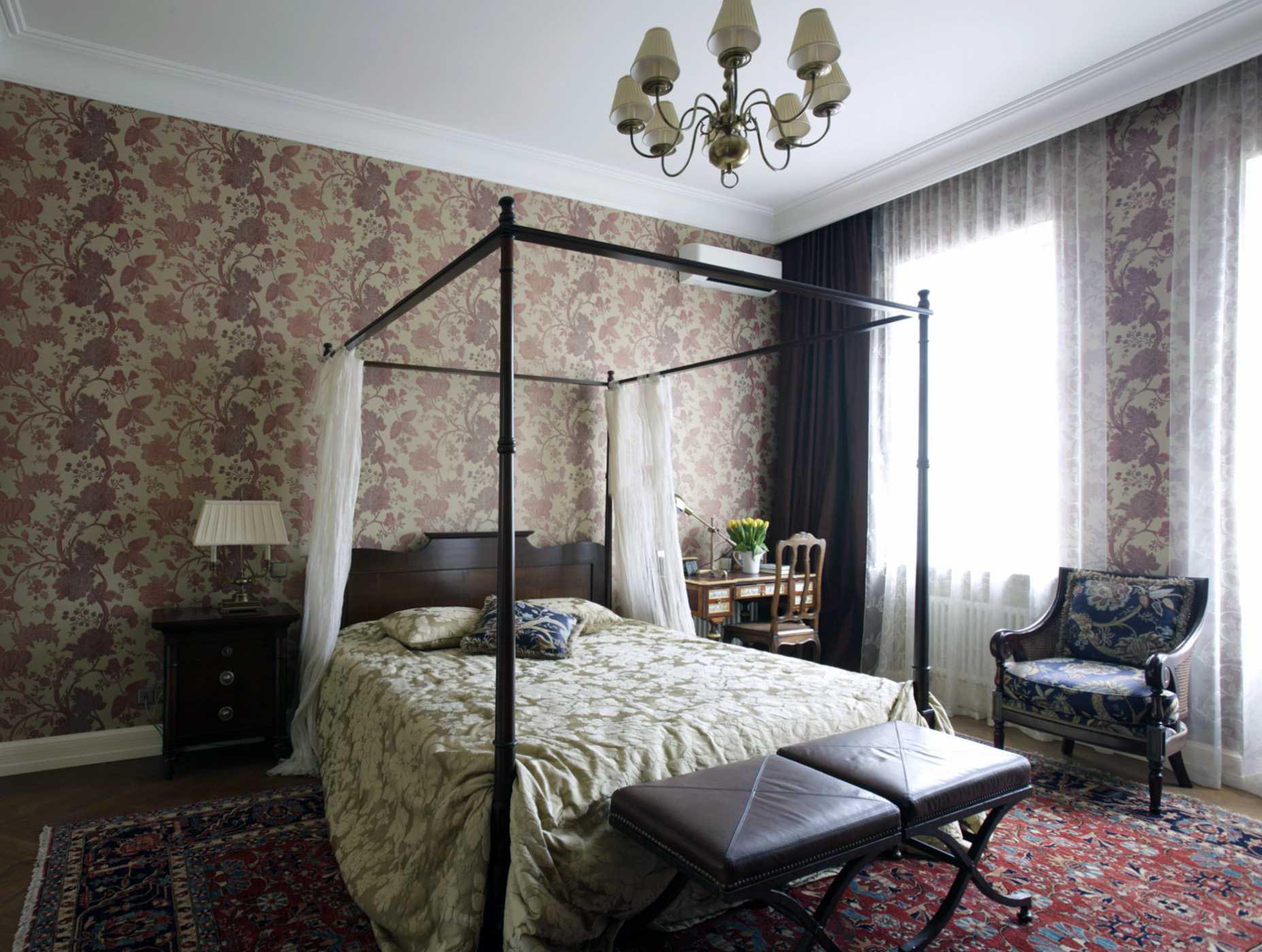 neparasts Viktorijas laikmeta stila viesistabas interjers