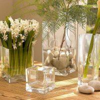 ideja par skaistu galda vāzes dekorēšanas fotoattēlu