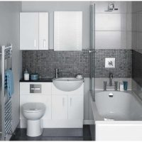 ideja par neparastu vannas istabas interjeru dzīvokļa fotoattēlā