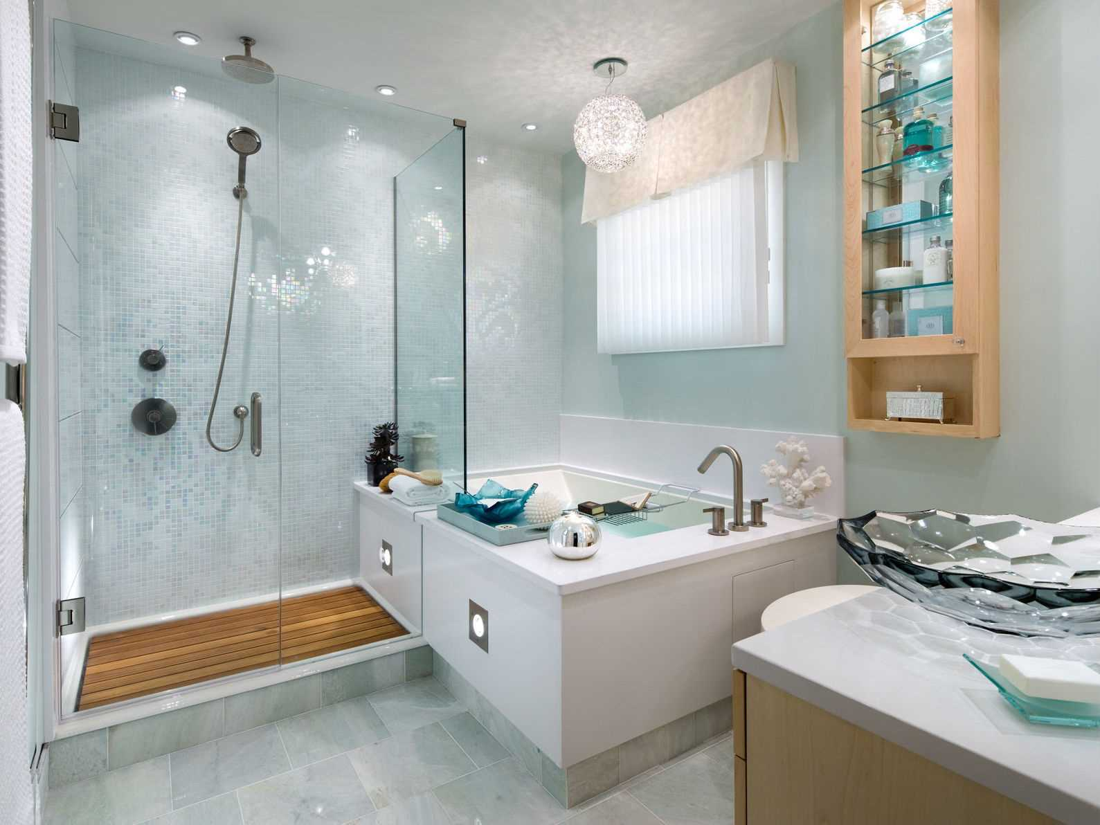 gaišs vannas istabas stila variants
