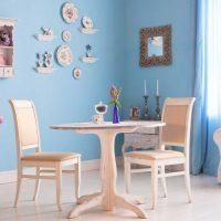 version du style moderne de la salle avec des assiettes décoratives sur le mur photo
