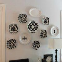 option pour les chambres joliment décorées avec des assiettes décoratives au mur picture