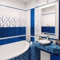 ideja par spilgtu vannas istabas stilu dzīvokļa attēlā