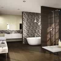 ideja par skaistu vannas istabas interjeru dzīvokļa fotoattēlā